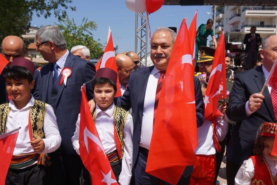 23 Nisan Ulusal Egemenlik ve Çocuk Bayramı'nı Şehit Mehmet Ali Sarak Ortaokulu'nda düzenlenen törenle kutladık